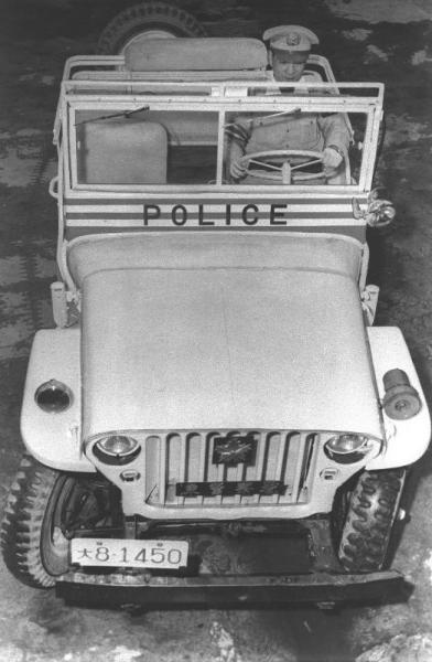 大阪府警のジープ=1954年6月