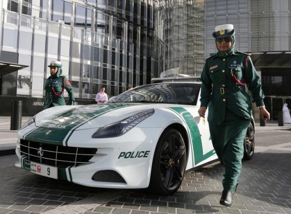 ドバイのフェラーリのパトカー=2013年4月
