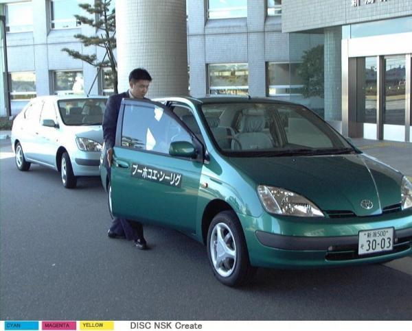 新潟県警の低公害型パトカー=1999年3月