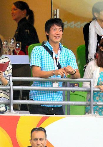 サッカーのアジア杯日本対ヨルダンの試合を観戦する錦織選手=2015年1月20日、メルボルン