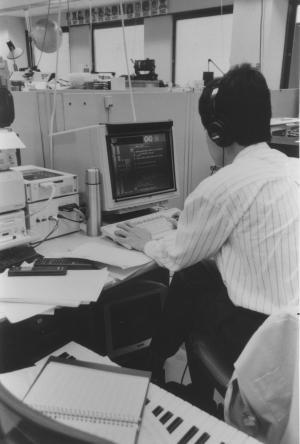 テレビゲームの全盛期、ゲームソフトを開発中のプログラマー=1991年10月14日、京都市東山区の任天堂本社
