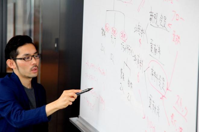 ニューズピックスの佐々木紀彦編集長が語る「勝利の方程式」=古田大輔撮影