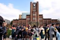 東大・安田講堂。学生にとっては卒業記念写真の定番だ=2009年3月24日