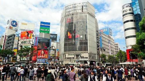 英国人男性が公開している東京・渋谷のスクランブル交差点の写真=「Randomwire」のホームページから