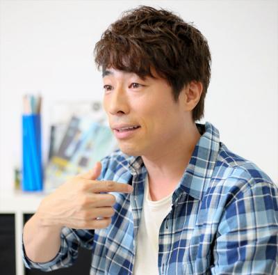 インタビューに答える田村淳さん=東京都・六本木、安冨良弘撮影