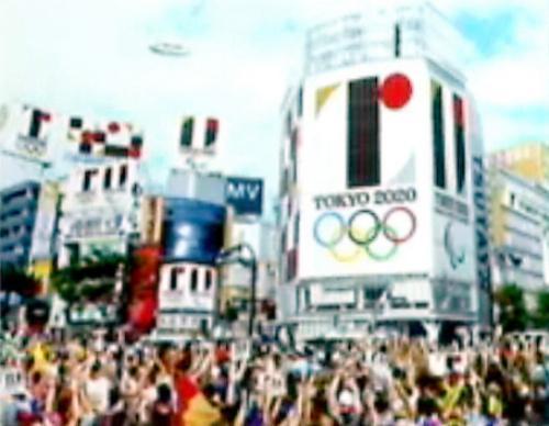 28日の大会組織委の記者会見で示された佐野研二郎氏制作のエンブレム使用イメージ=ニコニコ生放送から