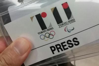 五輪エンブレムの取り下げを発表する会見で配られたプレスパス。佐野研二郎氏デザインのエンブレムが印刷されていた