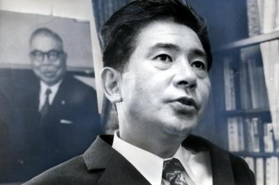 東映の社長として実録路線シリーズの制作を主導した、岡田茂氏=1971年8月27日