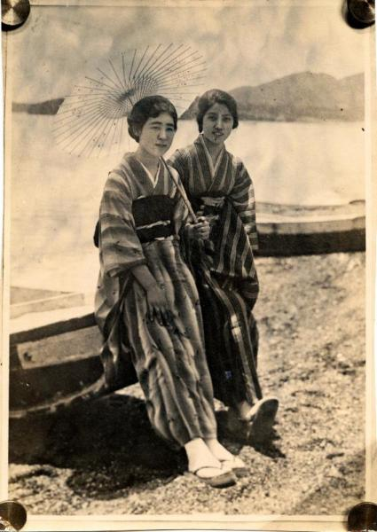 清朝皇族粛親王の第14王女 川島芳子さん(左)