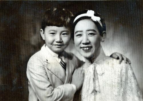 【1937年】清朝皇族粛親王の第14王女、川島芳子さん(右)