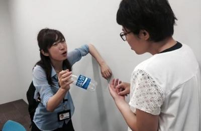 同期で朝日新聞大阪本社社会部の太田成美記者(左)。今回はマネジャーに立候補してくださり、仕事終わりに差し入れやだめ出しをして励ましてくれました。漫才は2人だけでできるものじゃないんだな~としみじみ