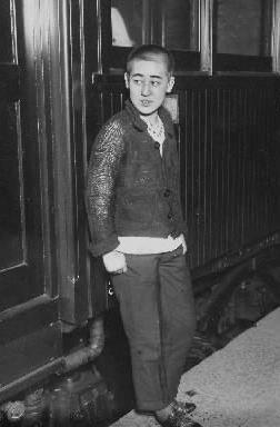 【1925年11月30日】中学生姿に男装した川島芳子さん