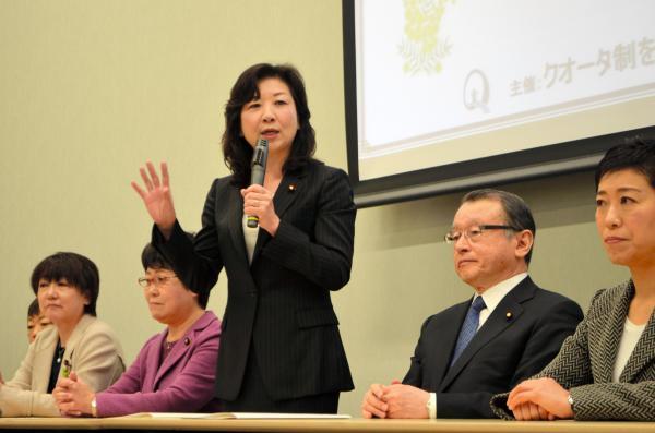 議員連盟の幹事長としてあいさつした野田聖子氏=東京都千代田区の参院議員会館