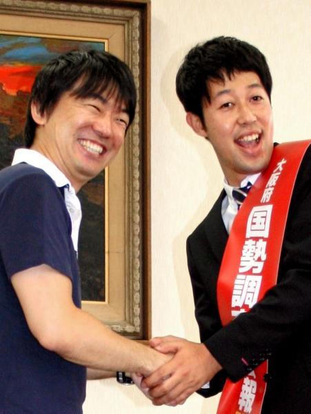 2010年の国勢調査。大阪府の広報隊長の吉本・小藪千豊さんが橋下徹知事(当時)を表敬訪問