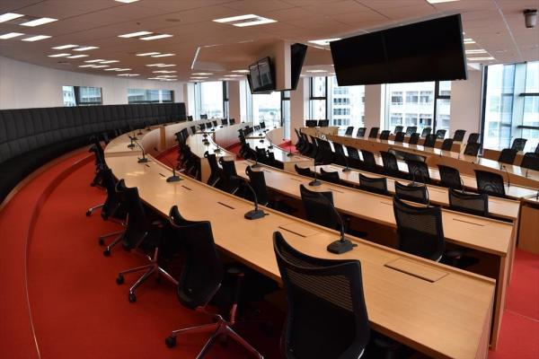 公開された楽天の新オフィス。役員会、朝礼「朝会」も議事録も全部、英語