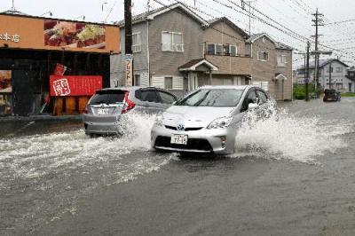 浜松市内では各地で道路が冠水した=2015年9月8日、浜松市東区小池町