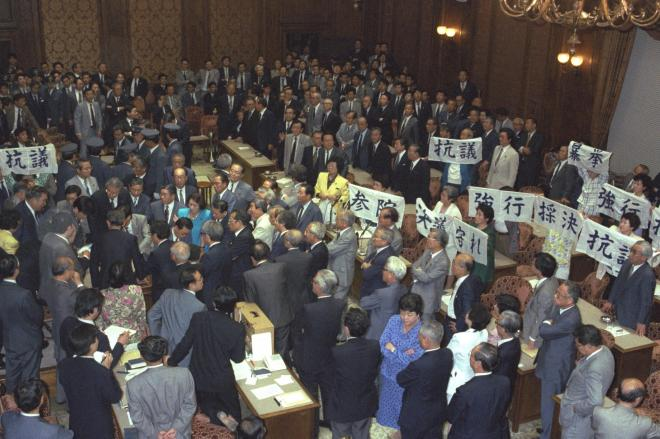 PKO協力法案を巡り紛糾する参院特別委員会=1992年6月5日