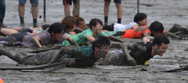 佐賀県鹿島市の有明海沿岸で毎年開かれるガタリンピック
