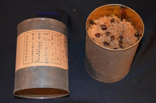 開缶した71年前の赤飯の缶詰