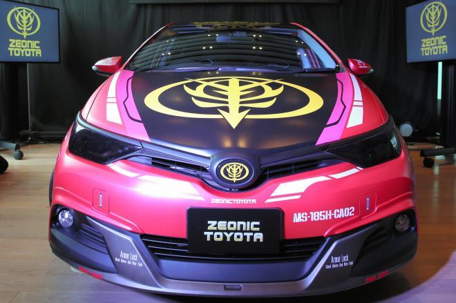 トヨタが先行してお披露目した「シャア専用オーリスⅡコンセプトカー」=2015年7月17日