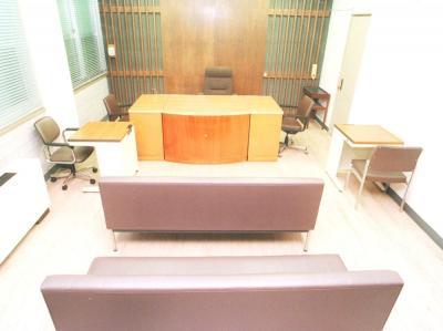 加害男性の処分を巡って少年審判が開かれた、神戸家庭裁判所の少年審判廷=1997年8月27日