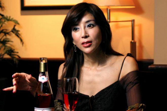 ワインの魅力を語る川島なお美さん=2007年11月26日