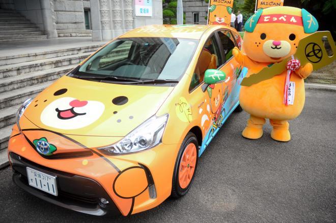「ゆるきゃらGP」1位を祈願して作られた「みきゃん」をあしらったキャラバンカー=2015年9月8日、愛媛県庁