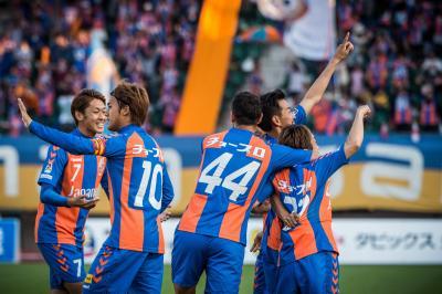 ピッチで躍動するV・ファーレン長崎の選手たち©VVN