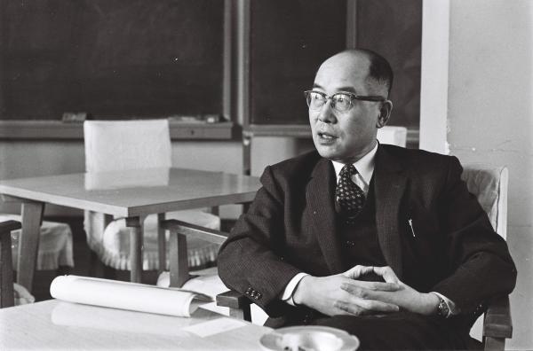 日本人で初めて受賞した湯川秀樹さん=1962年