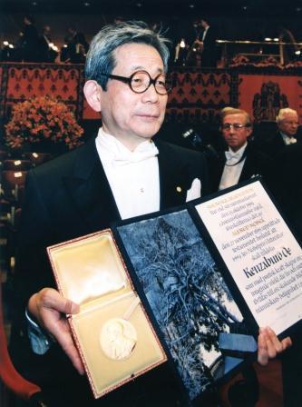 文学賞を受賞した大江健三郎さん