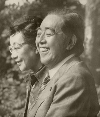 平和賞を受賞した佐藤栄作元首相
