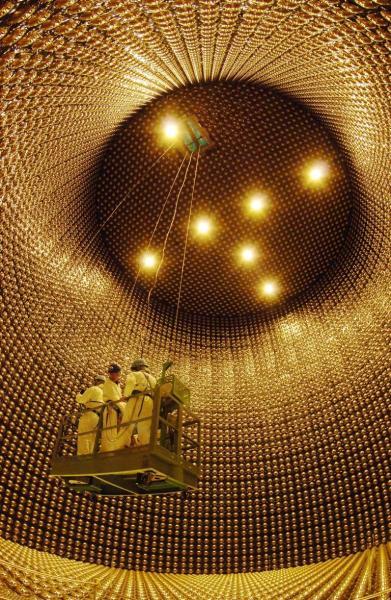 光電子増倍管の修復作業が終わったスーパーカミオカンデ=2006年4月7日、岐阜県飛騨市神岡町で(魚眼レンズ使用)
