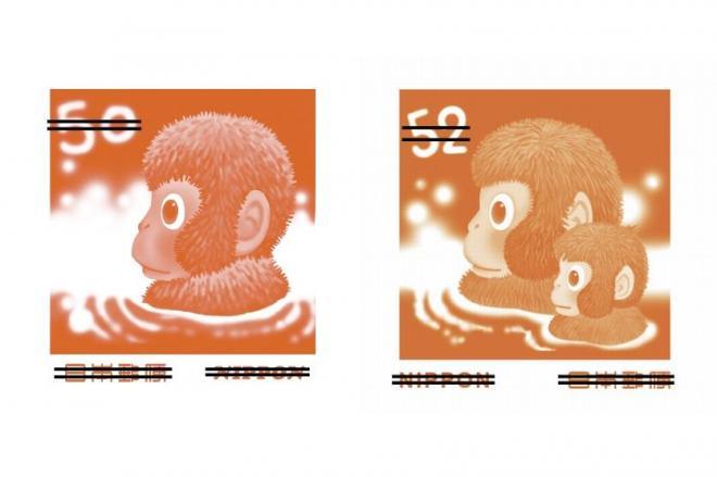 2004年の年賀はがき(左)からサルが一匹増えた、2016年版のイラスト(右、いずれも見本)