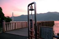 大陸からの引き揚げ者が祖国への第一歩を記した「引き揚げ桟橋」。歌謡曲「岸壁の母」の舞台にもなり、1994年に復元された=2006年8月4日、京都府舞鶴市平で