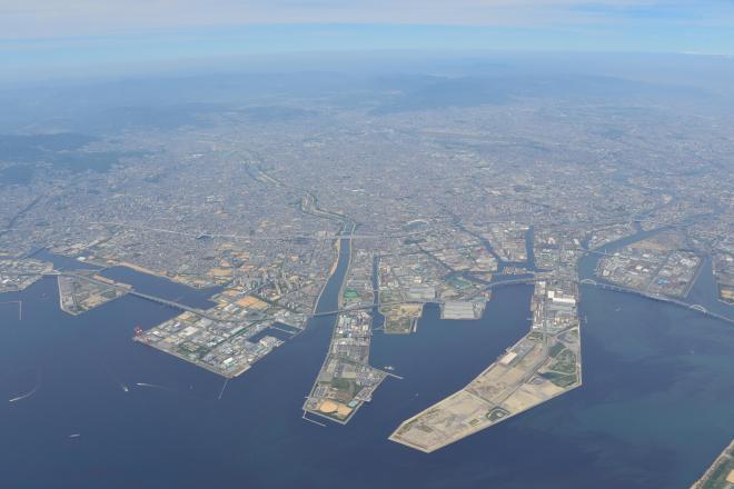 尼崎市の湾岸沿い。市外局番は兵庫県なのに「06」