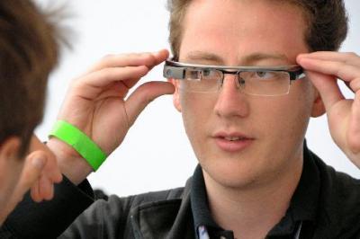 グーグルのメガネ型端末「グーグルグラス」