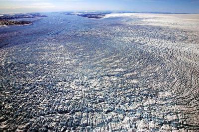 グリーンランド西部のイルリサット氷河=2006年5月