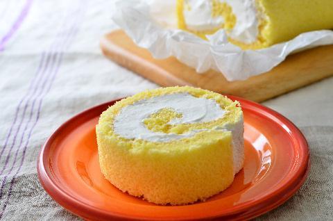 れん乳クリームのロールケーキ
