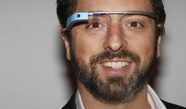 グーグルグラスをつけたグーグル共同創業者のセルゲイ・ブリン氏=2012年9月、ロイター