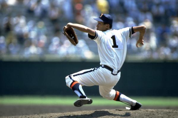 第69回全国高等学校野球選手権大会で力投する盛田幸妃投手