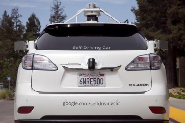 グーグルの自動運転車の試作車=2015年9月、ロイター