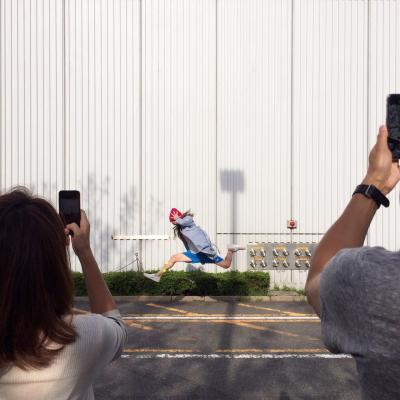 東京ビッグサイトであった「#壁部」の撮影会でポーズをとるメンバー