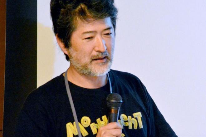 穏やかな表情で刺激的なことを話す会田誠さん=2015年9月26日、長岡市、永田篤史撮影
