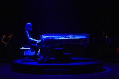 会場に置かれたグランドピアノ