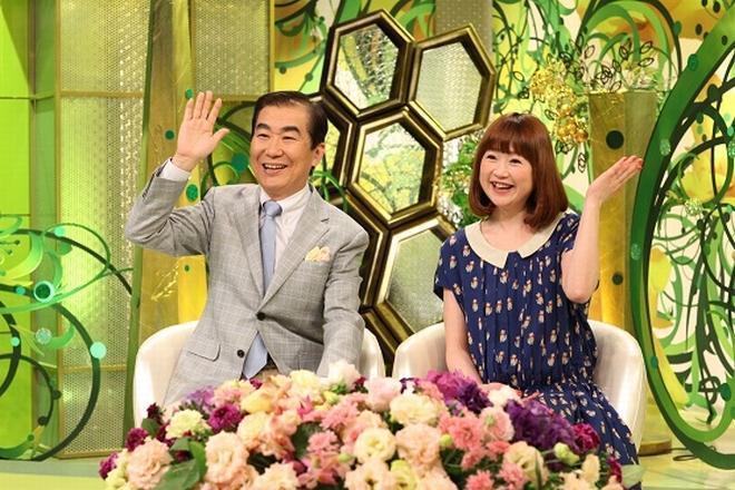 「新婚さんいらっしゃい!」司会の桂文枝さん(左)と山瀬まみさん
