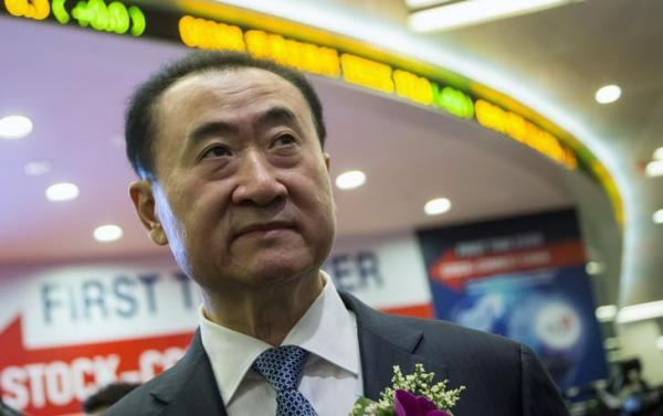 王健林氏。上場した香港証券取引所で=2014年12月