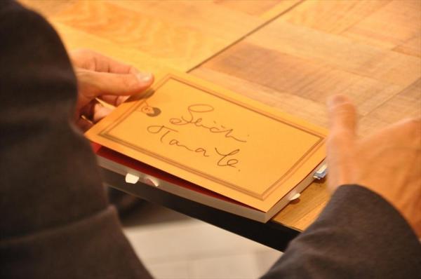 田辺誠一さんのサインはアルファベット