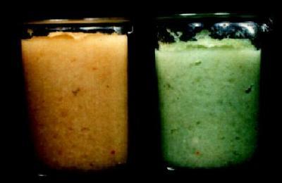 カレーで使うタマネギとニンニクを炒めると通常はオレンジ色になります(写真左)。しかし、それが緑に変色してしまうことがありました。緑色になると商品に使うことができないため、捨てるしかありません。ロスを抑えようと、緑に変色する原因を解明するためのタマネギの成分研究が始まりました