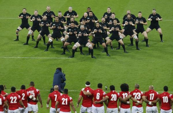 ラグビーW杯でハカをするニュージーランド代表