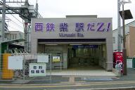 ももクロ仕様になった「西鉄紫駅だZ!」